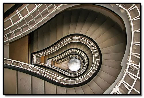 Architecture d'escaliers en colimaçon design
