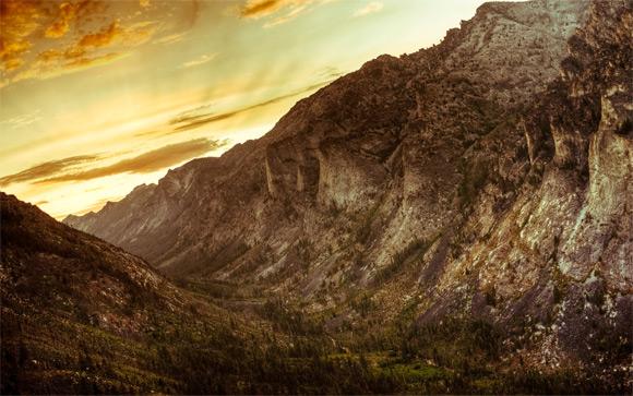 Levé du soleil dans le canyon