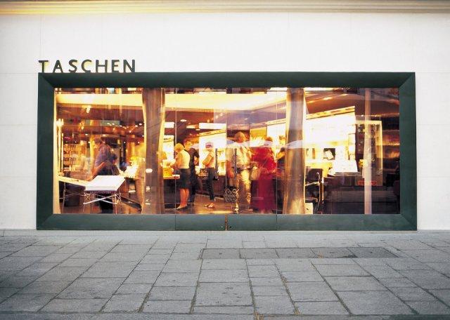 taschen_store_paris_01