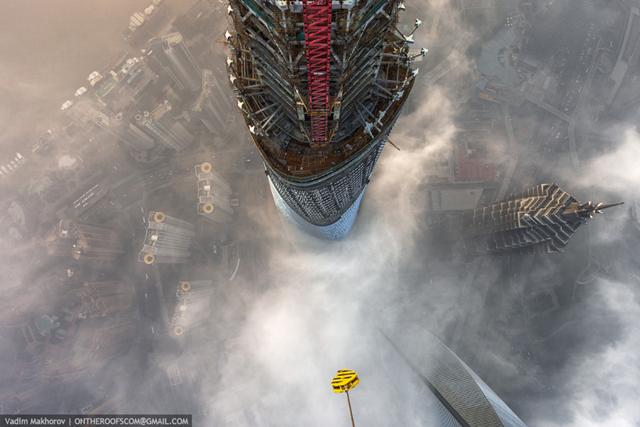 shanghai-tower-climb-pictures-vadim-makhorov-1