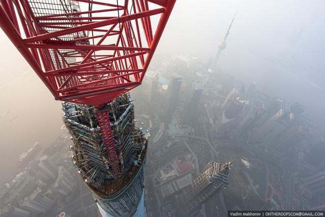 shanghai-tower-climb-pictures-vadim-makhorov-7