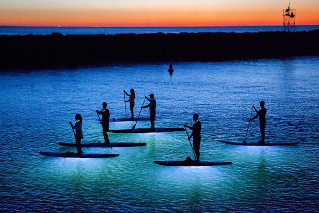 photos-of-stand-up-paddle-boarding-at-night-by-julia-cumes-2